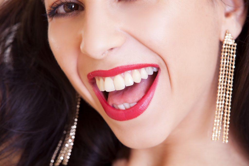How do you get a long-lasting lipstick