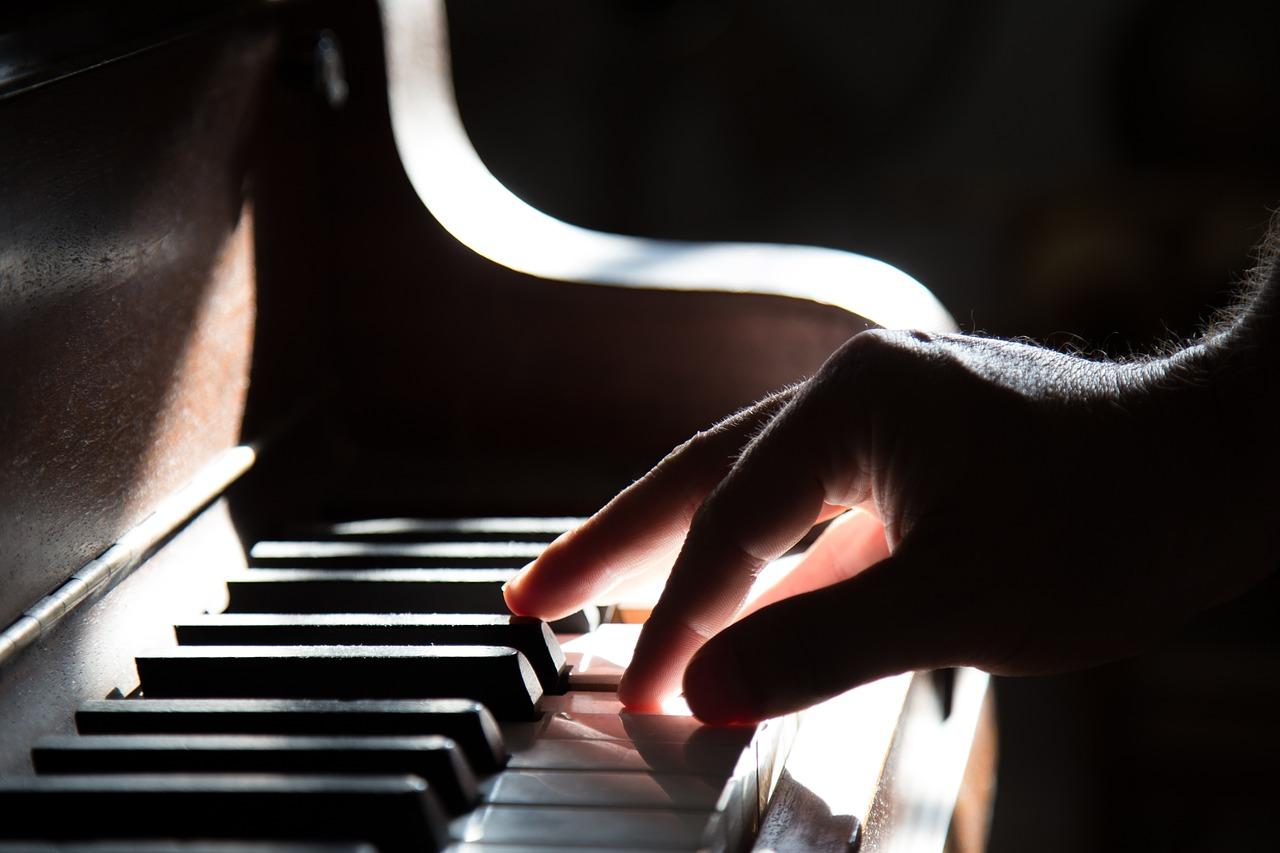 Sexy Musical Instruments Drive Women Wild